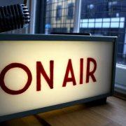 Enjuégate en la radio