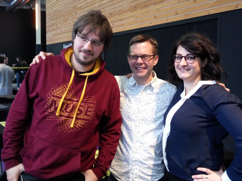Celine Richerme y Thomas Elsaesser junto a Matt Leacotx
